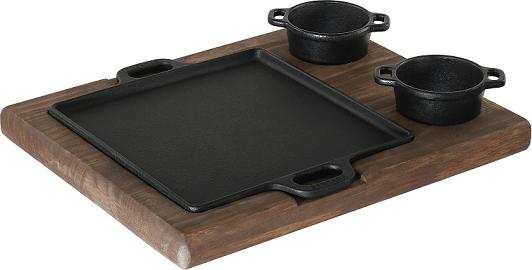 chapa de ferro fundido com suporte em madeira para porção de carne quadrada, petisco 22x22 cm mineira, molheiras